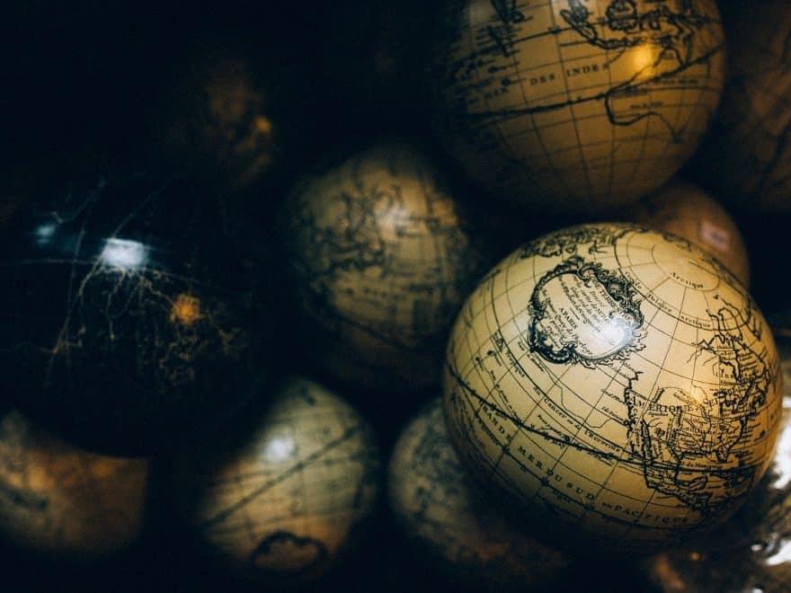 Flache Erde vs. runde Erde