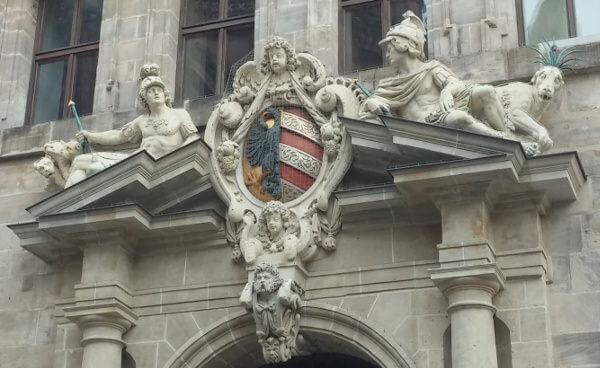 Nürnberger Rathaus und Daniel 7